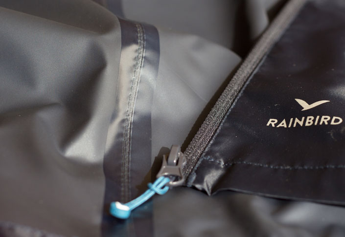 Seam-sealing-technology-for-a-raincoat